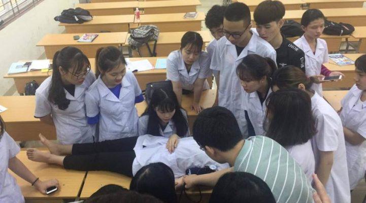 Đào tạo nhân lực ngành y